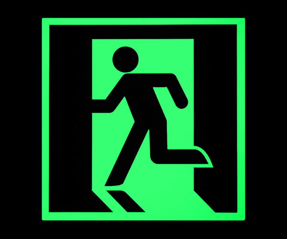 蓄光式避難誘導標識(蓄光時)